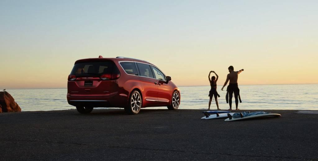 Aventura 2017 Chrysler Pacifica Jeep Summer Features