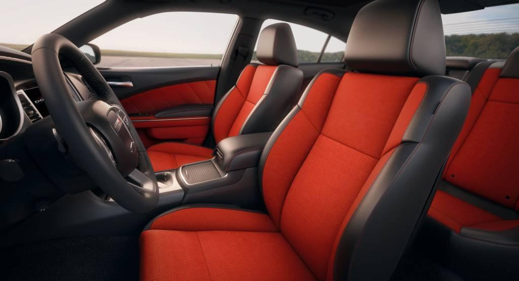 Aventura 2017 Dodge Charger SRT 392 Interior
