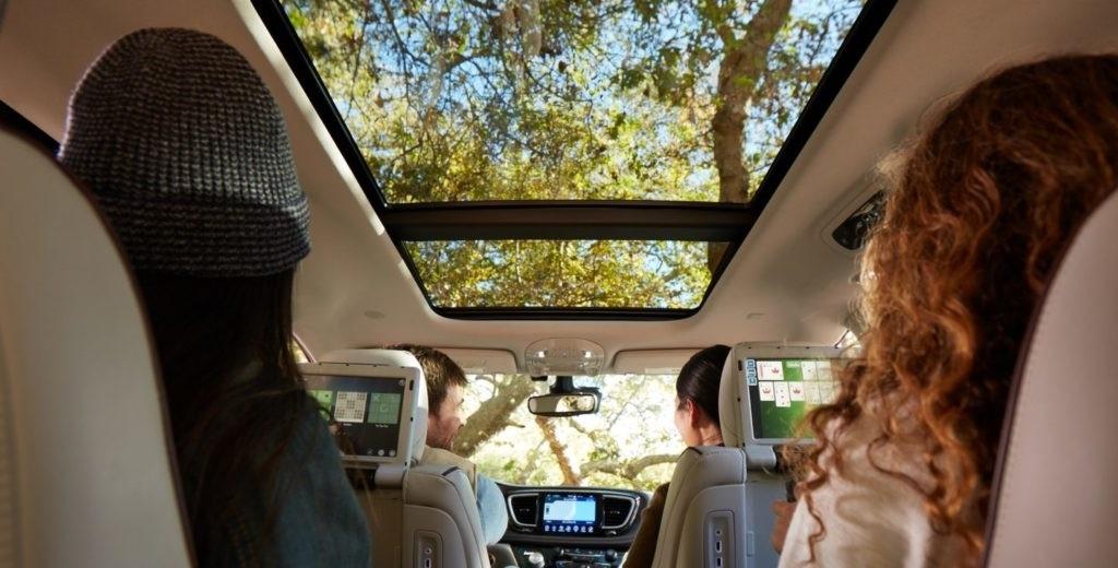 Aventura Sesame Street Chrysler Pacifica Family Minivan