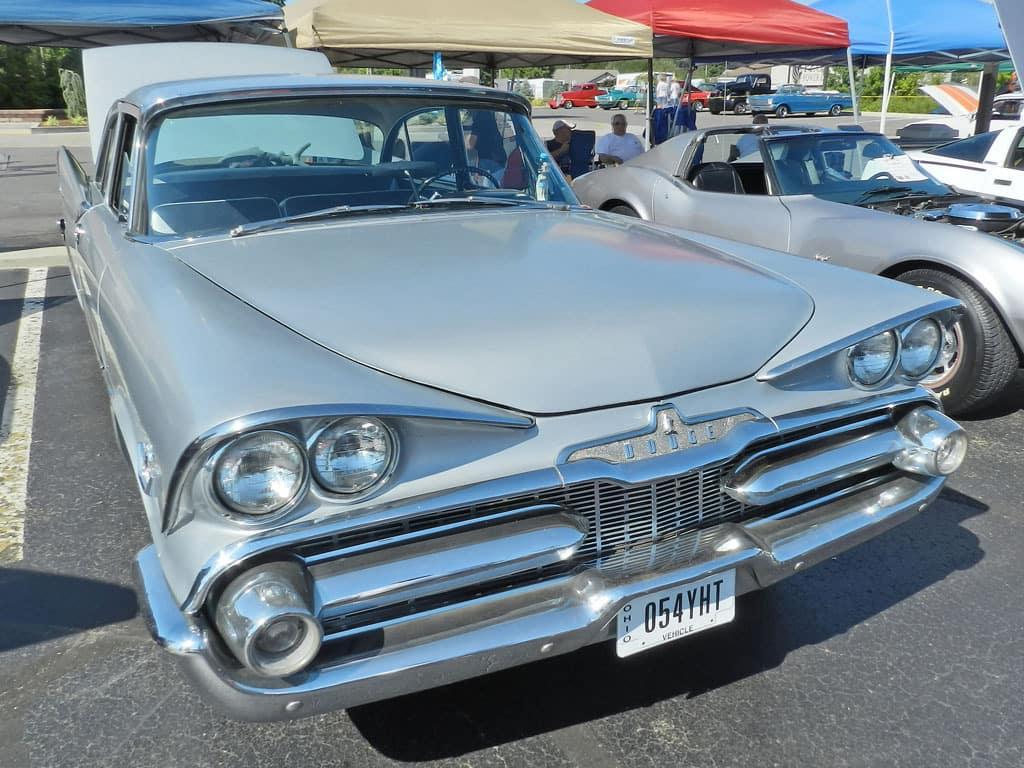 Aventura 1959 Dodge Silver Challenger