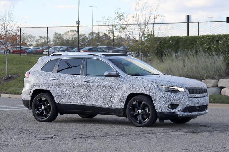 Aventura 2019 Jeep Cherokee Spy Shot