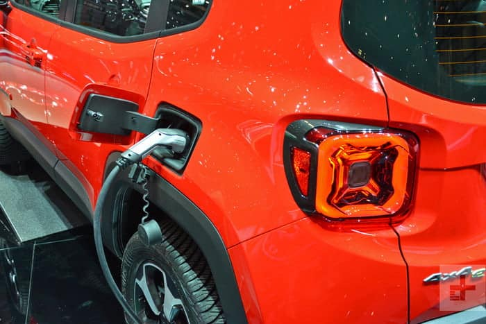 Jeep Reveals Plug In Renegade And Compass At Geneva