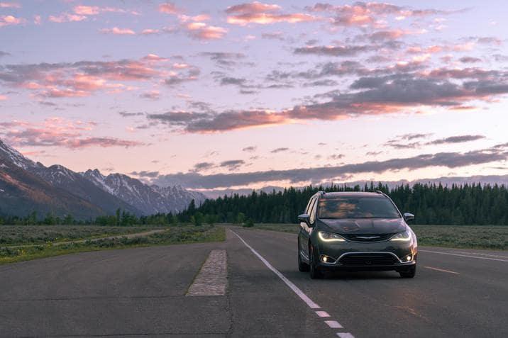 aventura-cjdr-chrysler-pacifica-hybrid-best-evs-list-autotrader
