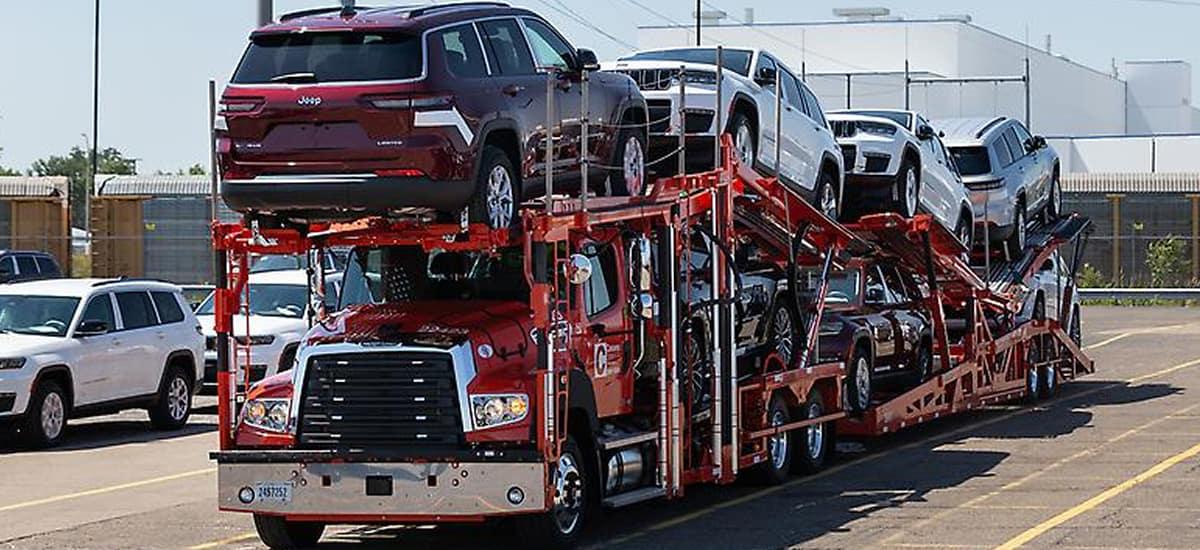 aventura-cjdr-jeep-grand-cherokee-l-dealership-lots