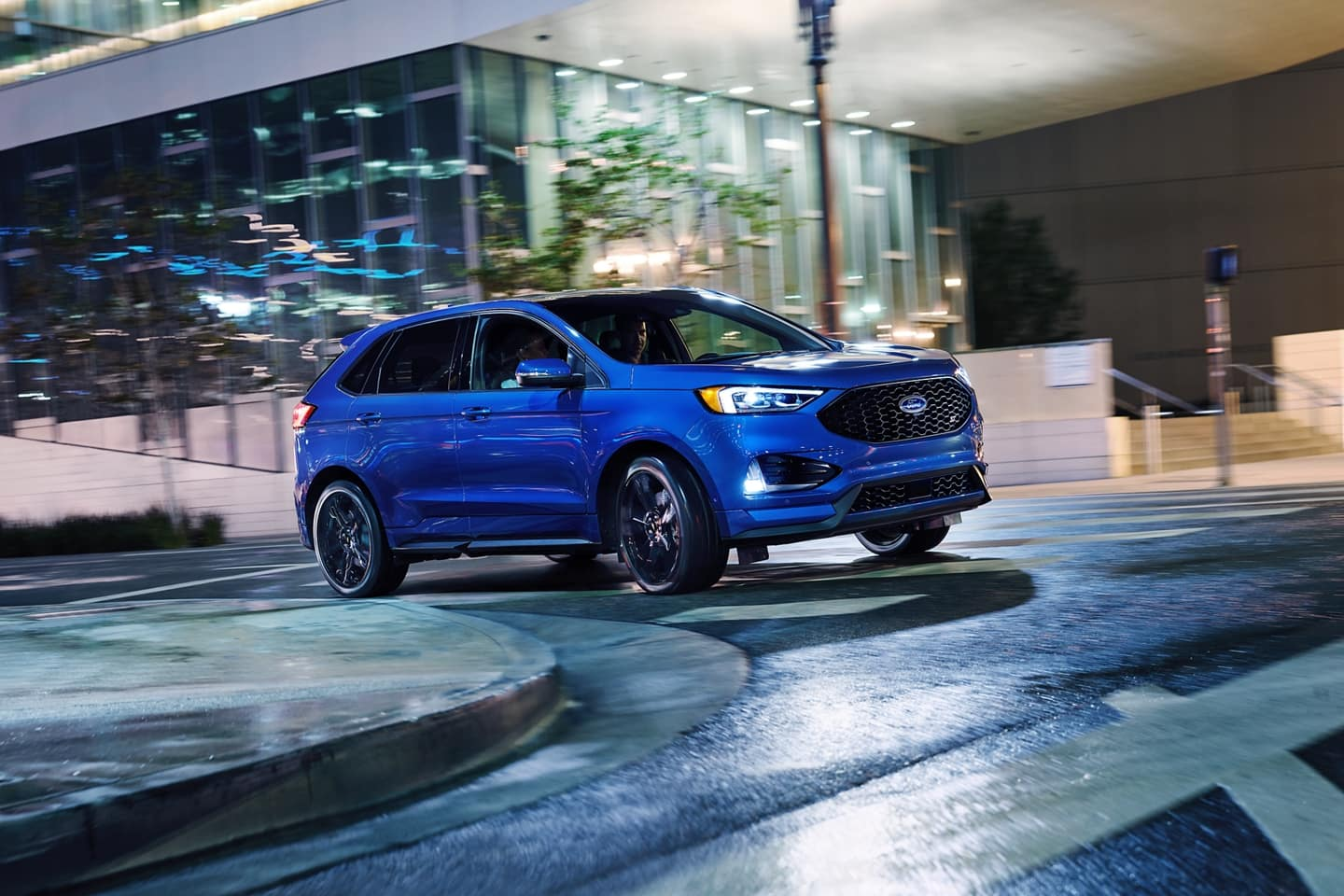 2020 Ford Edge going around curve