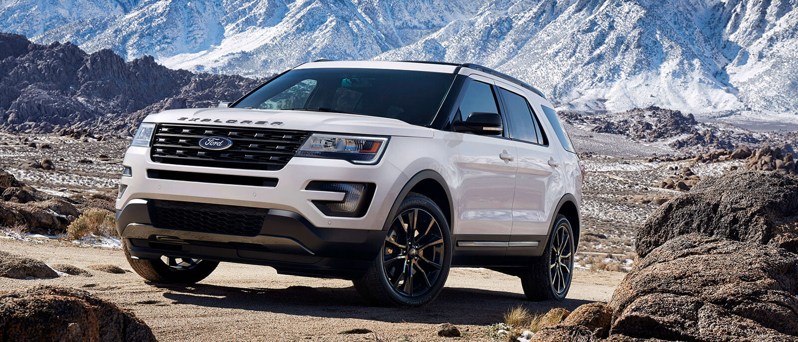 2017 Ford Explorer Mountains