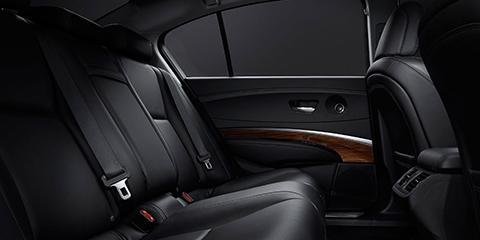 2017 Acura RLX Rear Legroom