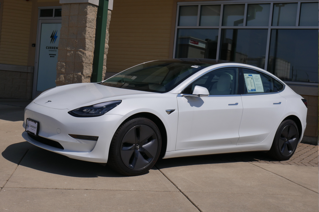 Tesla takes Standard Range Model 3 off website, changes pricing