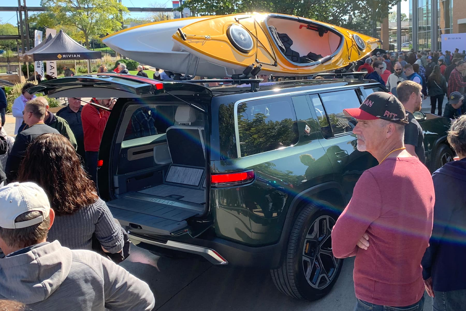 Rivian R1S Clamshell Tailgate