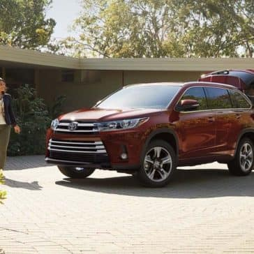 2017-Toyota-Highlander-Limited-Ooh-La-La-Rouge-Mica-with-available-Platinum-Package