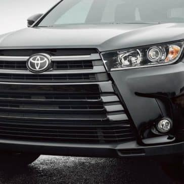2017-Toyota-Highlander-SE-AWD-Midnight-Black-Metallic-Front-End