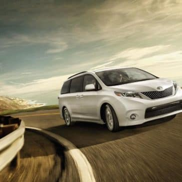 2017-Toyota-Sienna-SE-Super-White-driving