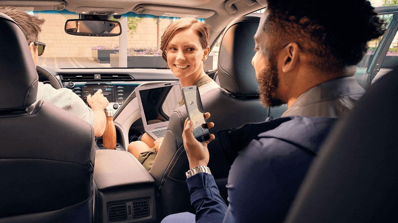 2018-Toyota-Camry-Passengers