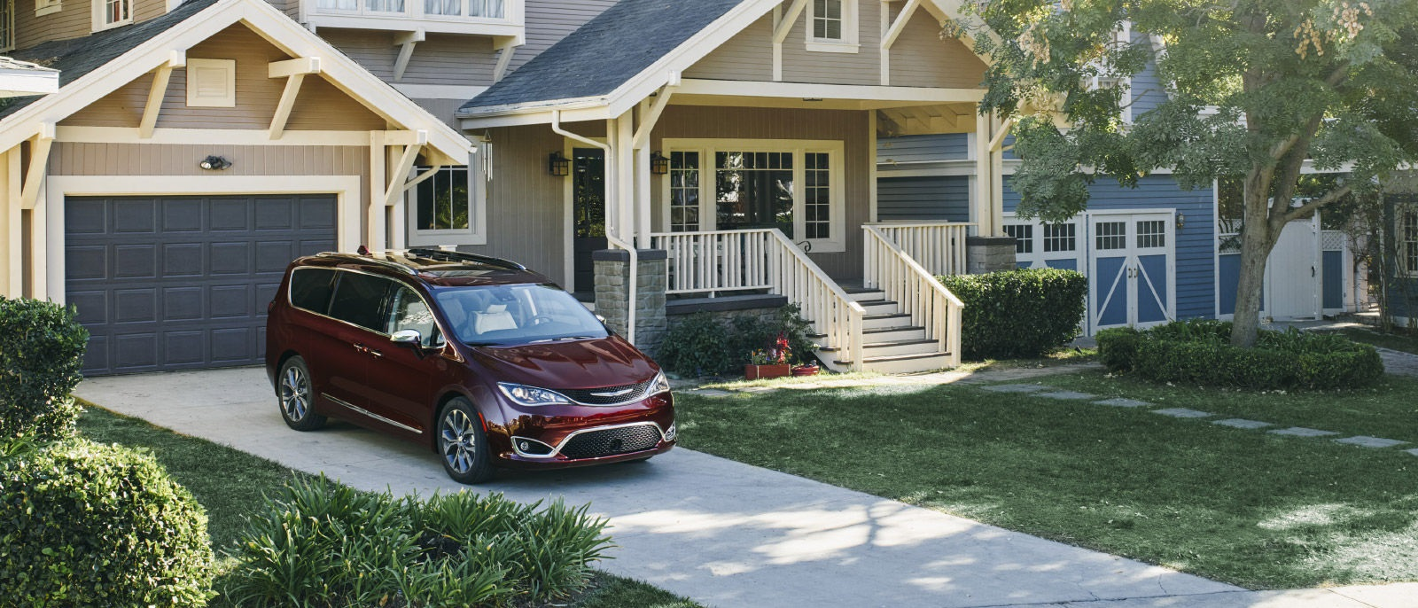 2017 Chrysler Pacifica Red Front