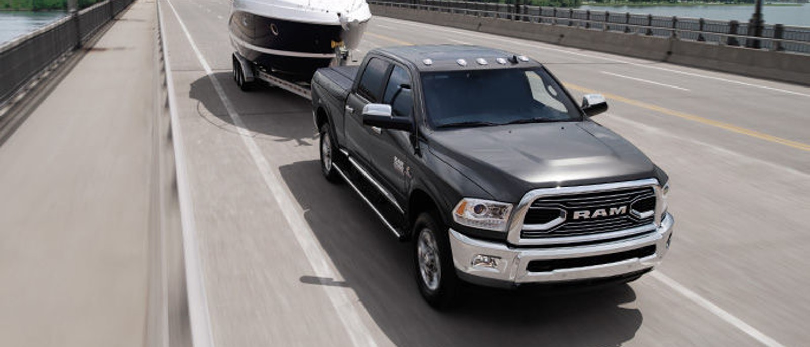 ram2500-exterior-front-grille1