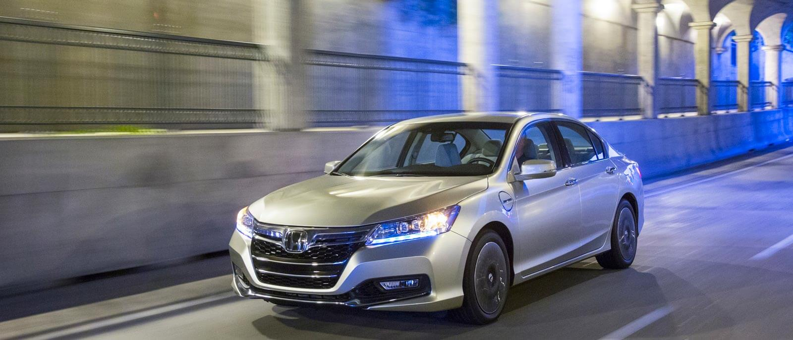 2015 Honda Accord Hybrid city scene