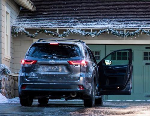 Toyota Highlander in Winter