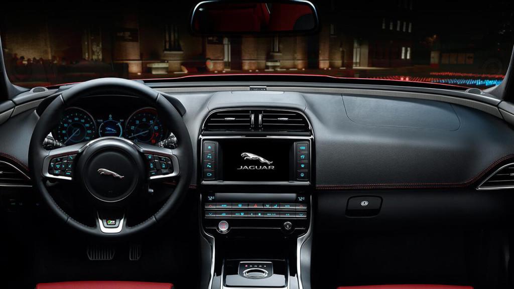 2017 Jaguar XE Diesel dashboard