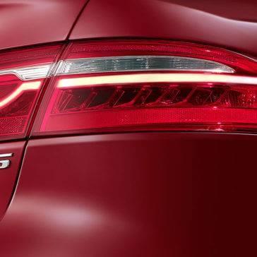 2018-jaguar-xe-taillight