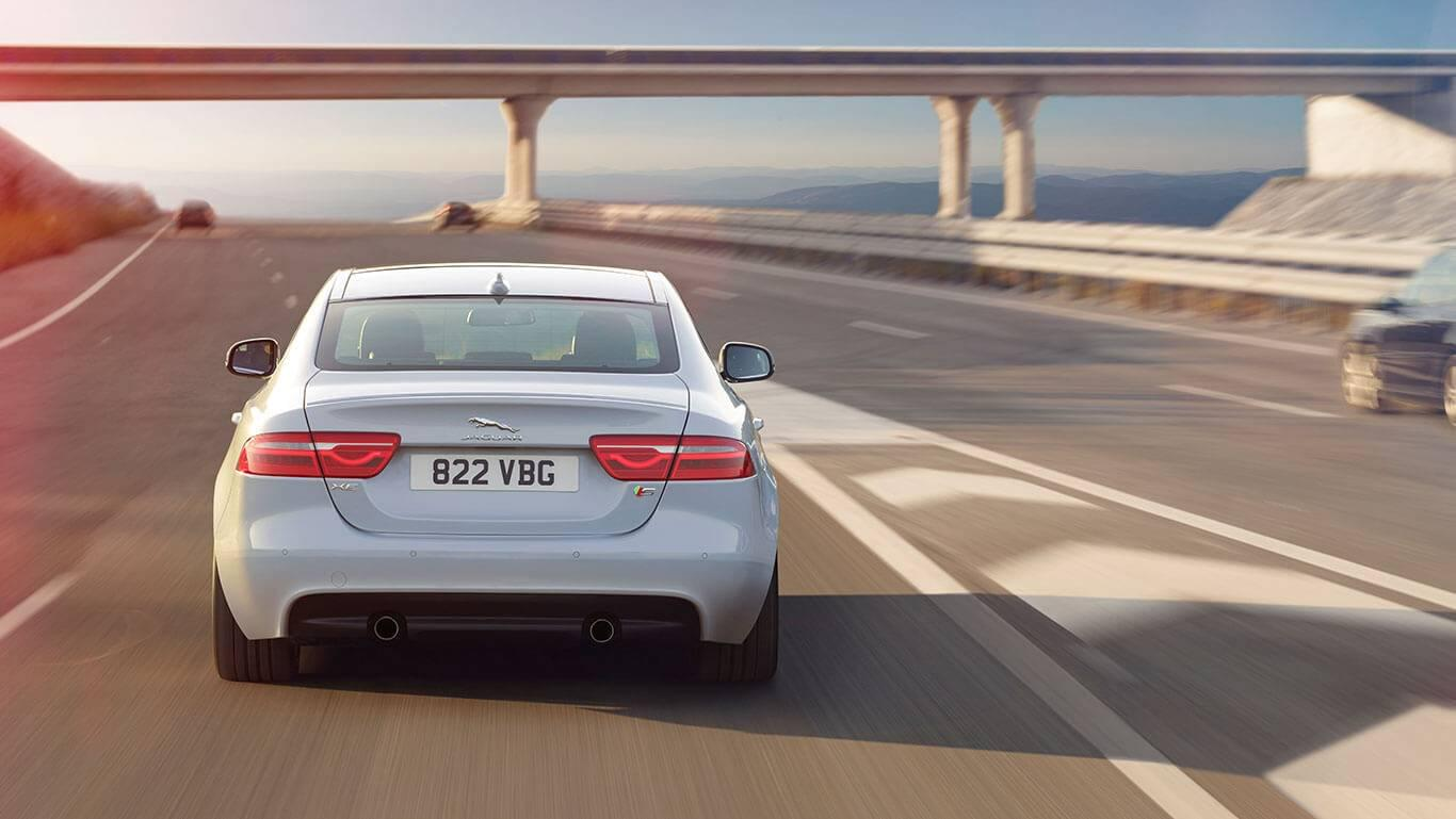 2018-jaguar-xe-white-rear