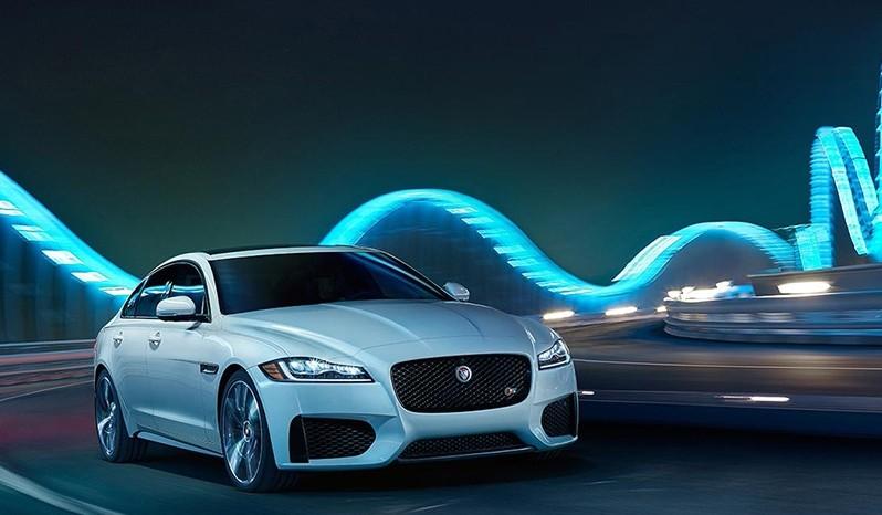 2016-Jaguar-XF-with-lights
