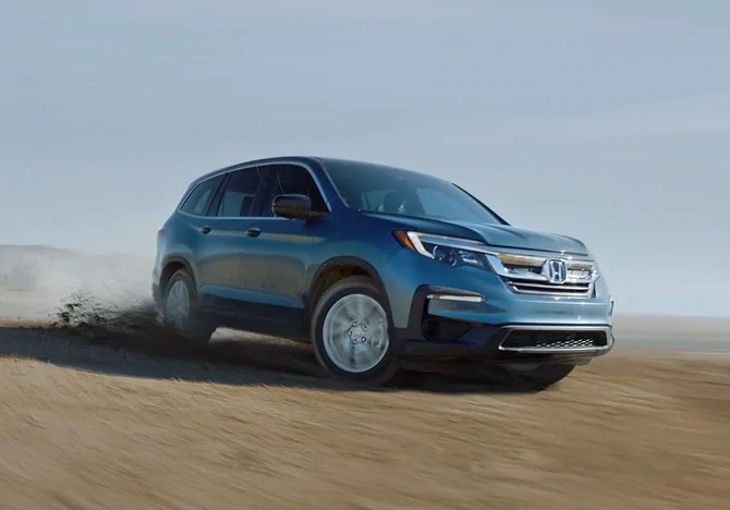 2019 Honda Pilot driving in sand