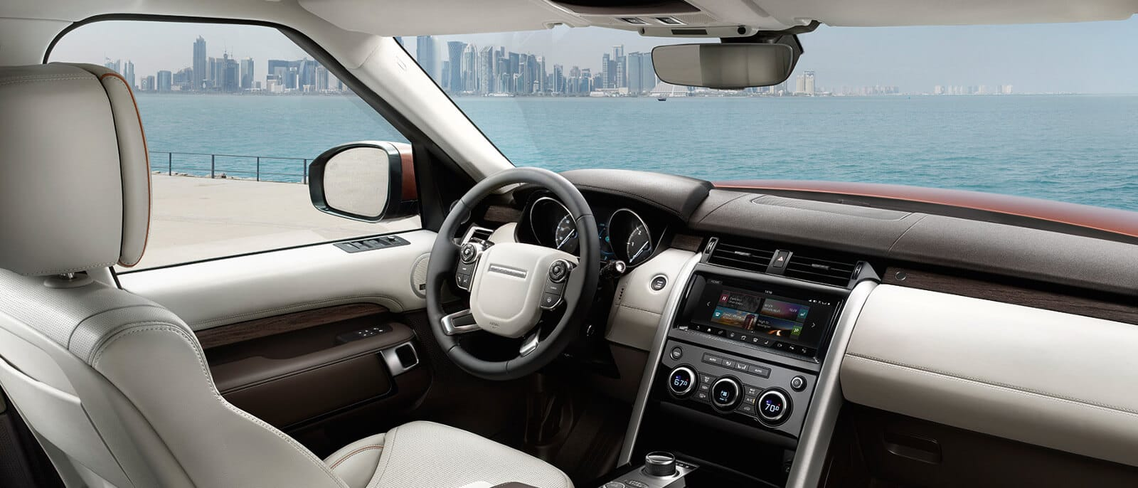 2017 Land Rover Discovery Interior 3