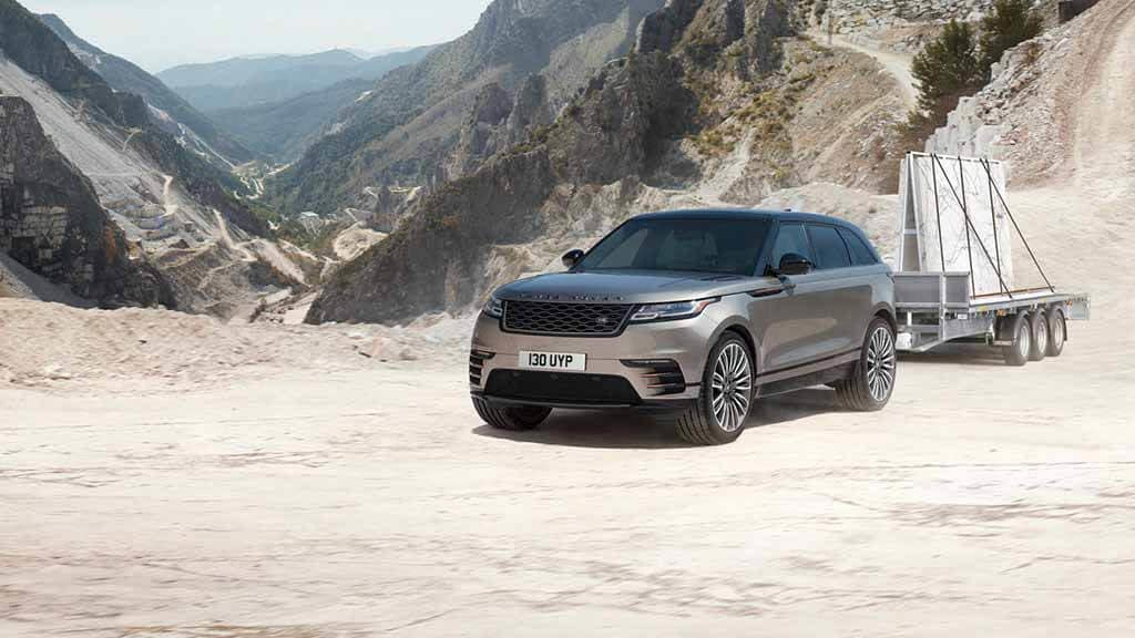 2018 Land Rover Range Rover Velar Towing a trailer on rough ground
