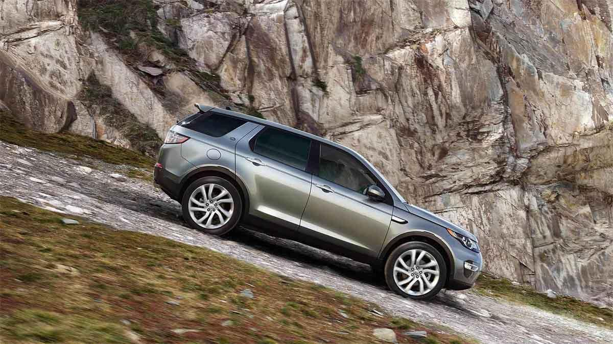 2018 Land Rover Discovery Sport off roading down a hill