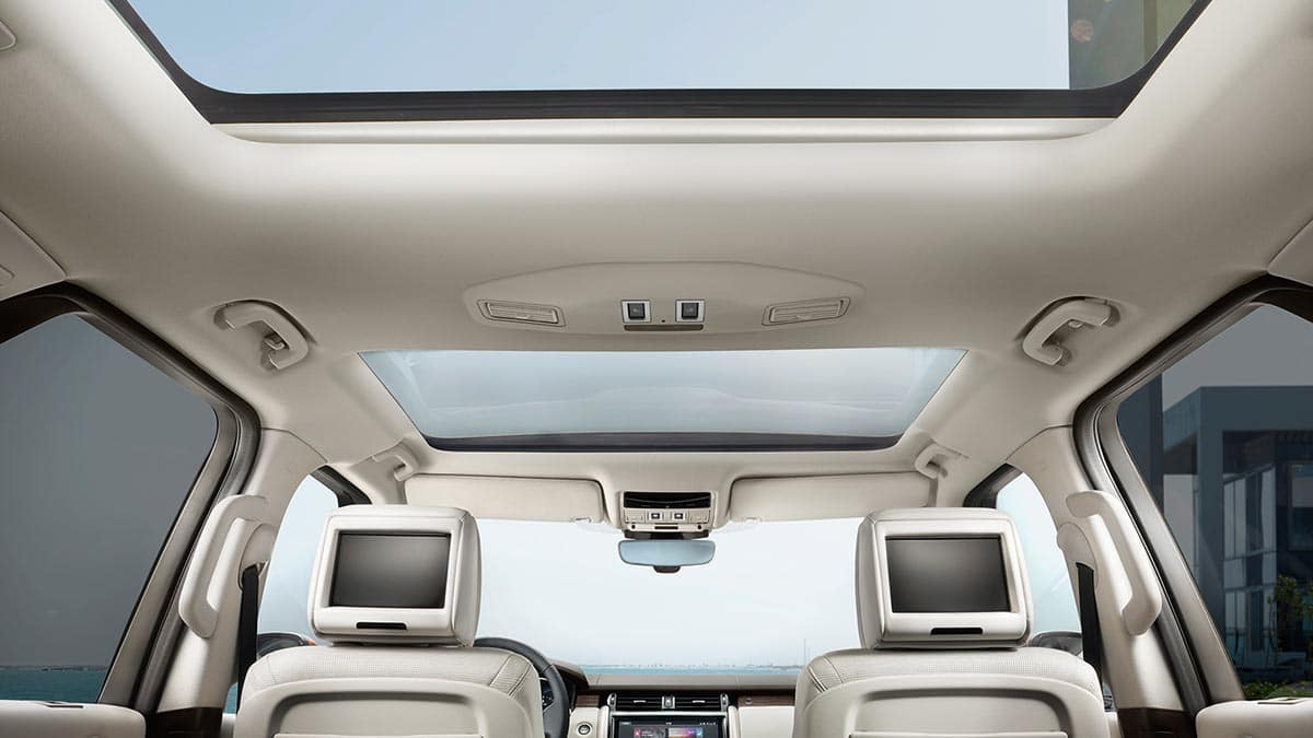 2018 Land Rover Discovery Rear Seat View of Panoramic Roof and Entertainment System