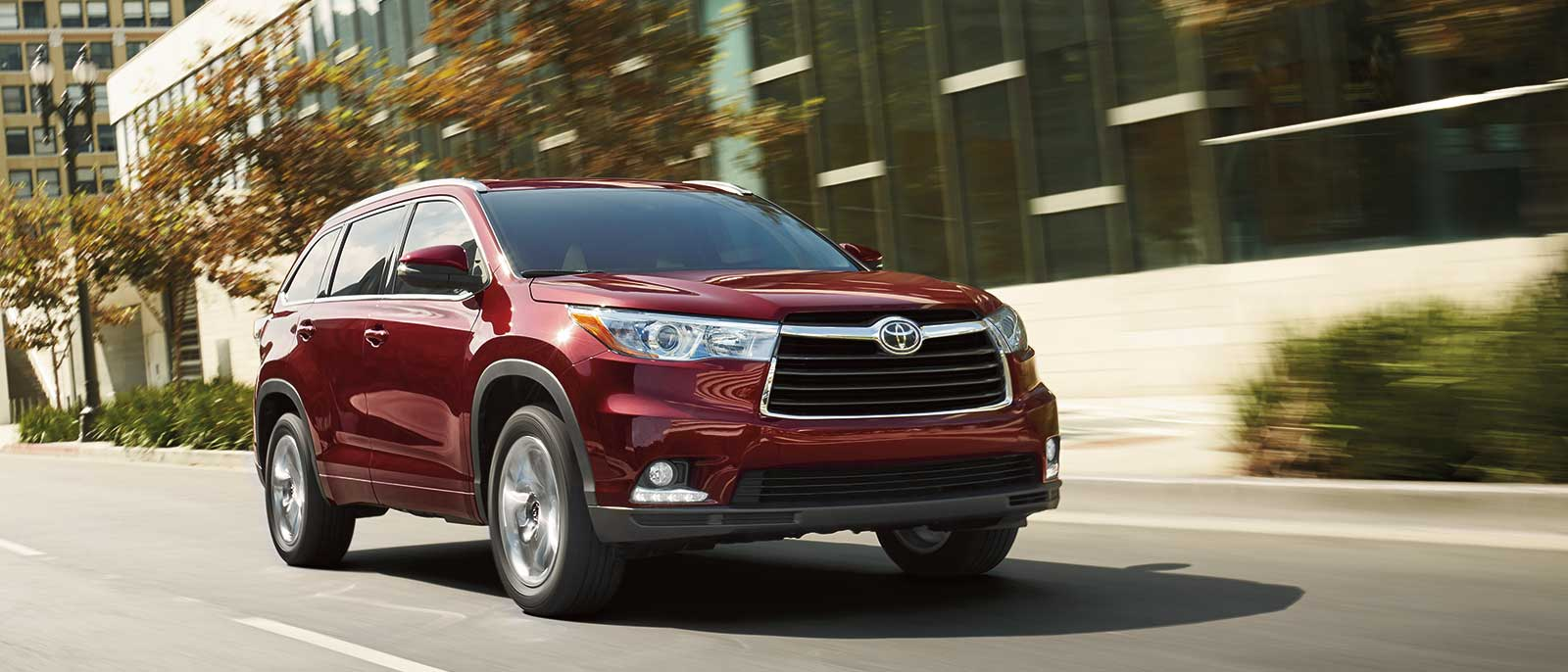 lethbridge toyota welcomes the 2016 toyota highlander hybrid. Black Bedroom Furniture Sets. Home Design Ideas