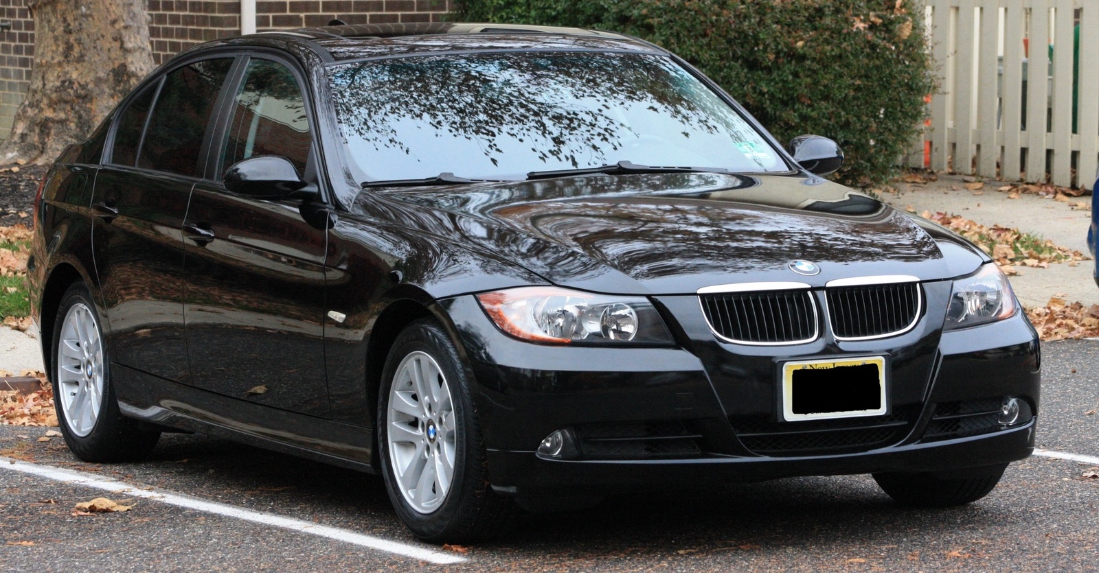 Black 2007 Used BMW 3-Series in a driveway