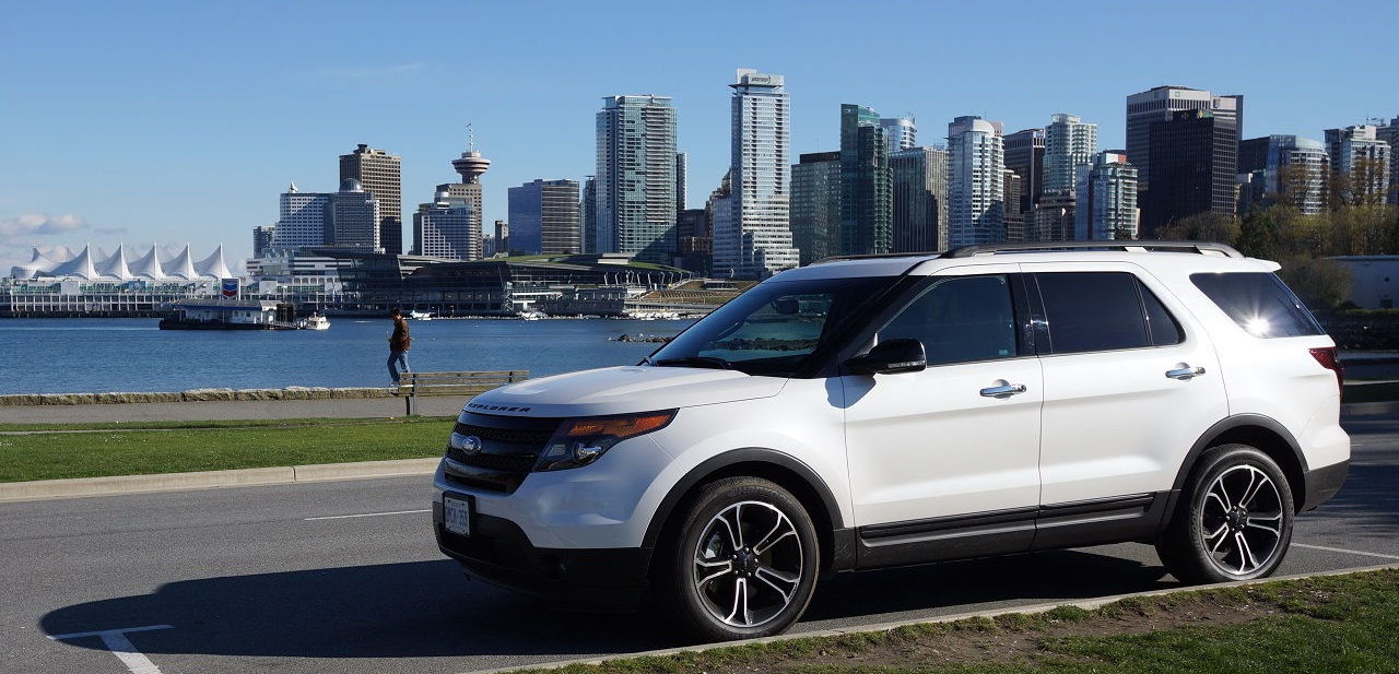 White 2013 Used Ford Explorer in front of a city