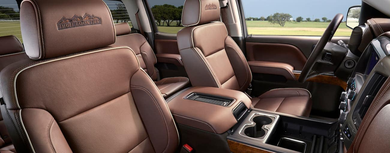 The brown leather interior of a high trim level of the 2018 Silverado is shown.