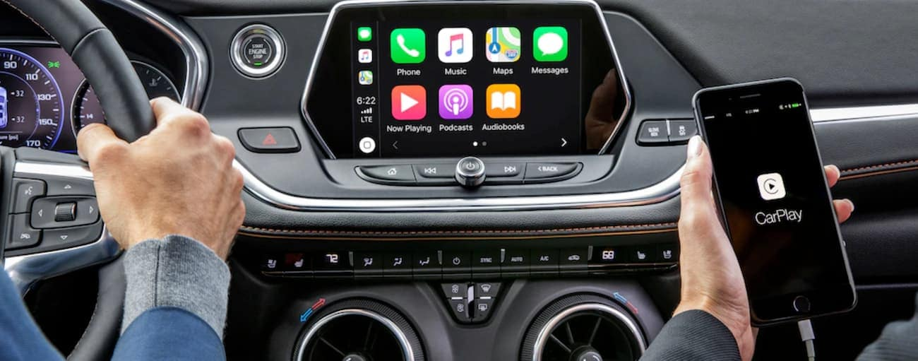The technology features on the dashboard of the 2019 Chevy Blazer are shown.