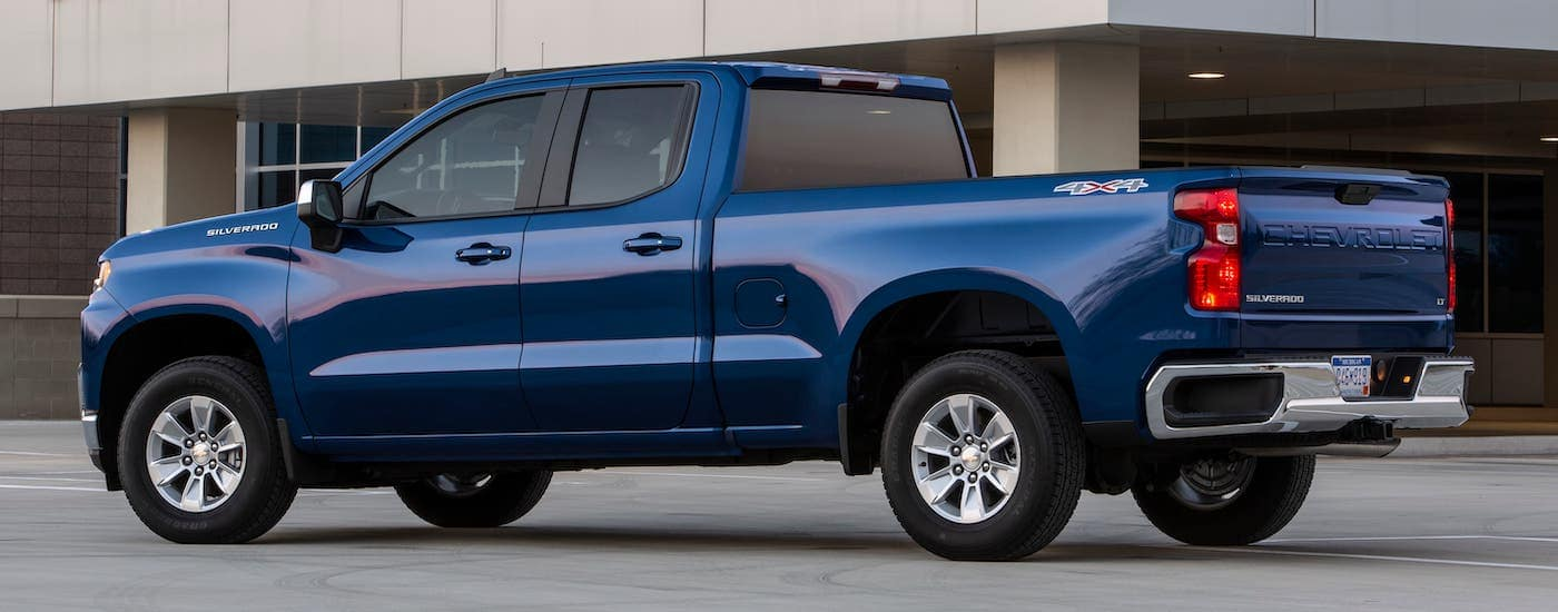 A blue 2019 Chevy Silverado 1500 from a Chevy dealer in KY is parked in front of an office building.