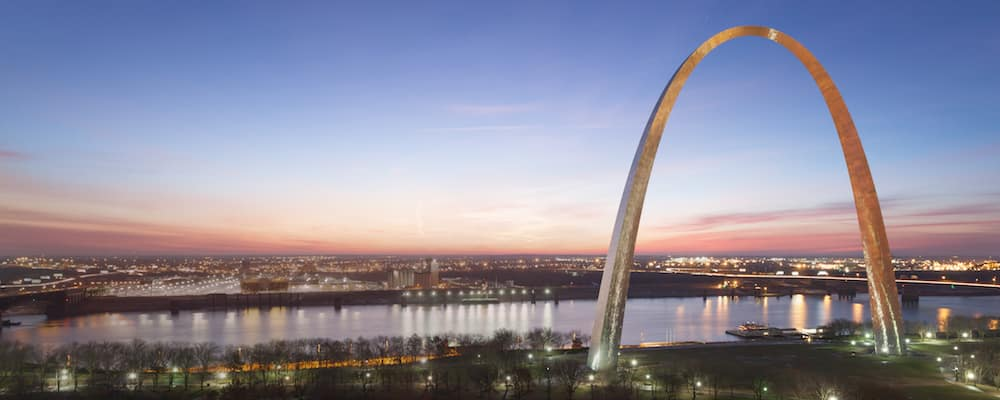 gateway arch at sunrise
