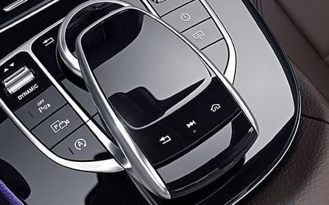 2017-mercedes-benz-e-class-sedan-interior-comand