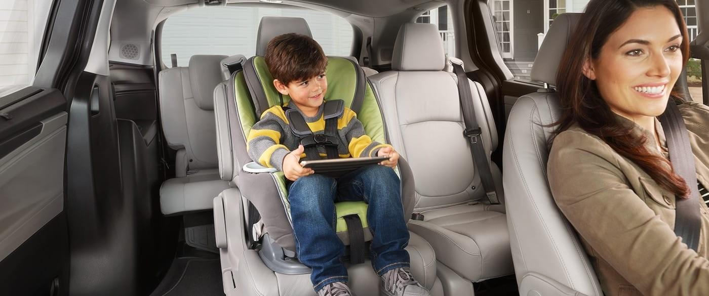 2018 Honda Odyssey Second Row Slide Seating