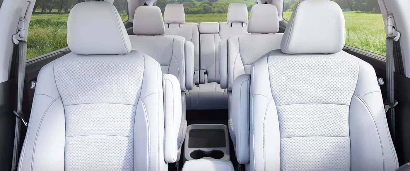 does the honda cr v have third row seating