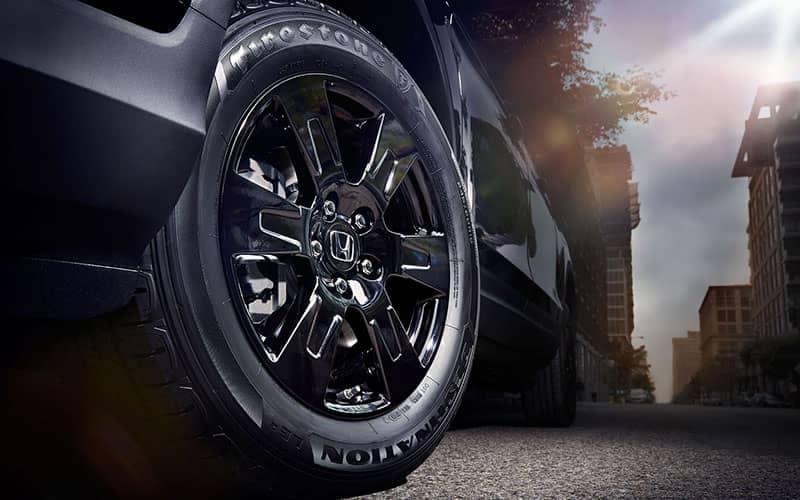 2019 Honda Ridgeline Close up of Wheel Black Edition