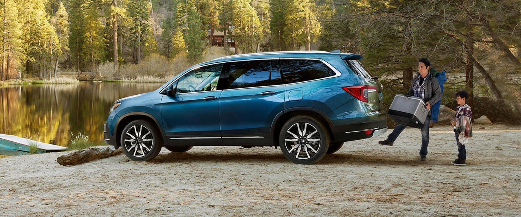 2019 Honda Pilot Parked At Lake With Handsfree Tailgate
