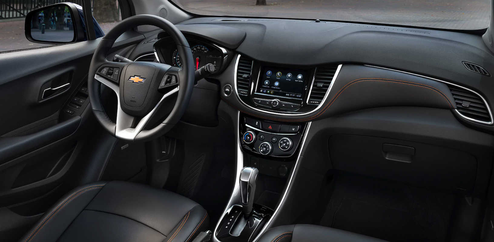 2018 chevrolet trax. Modren Chevrolet Inside The Chevrolet Trax Thereu0027s A Host Of Tech To Keep You Connected And  Plenty Smart Storage Options That Give It Spacious Atmosphere In 2018 Chevrolet Trax