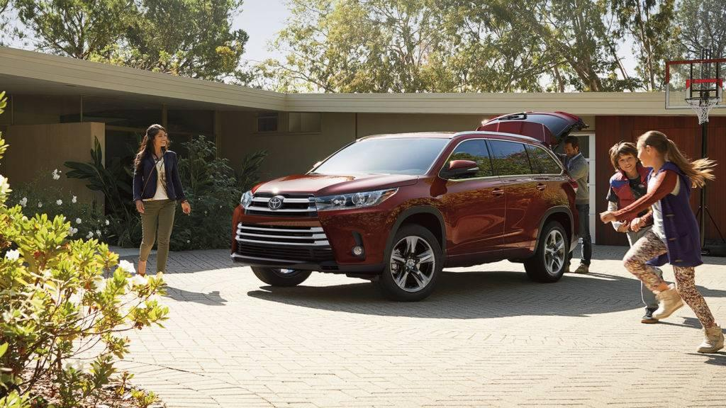 A Family Getting Ready for a roadtrip in their 2017 Toyota Highlander
