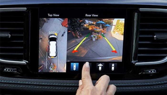 2019 Chrysler Pacifica Screen Guiding in Reverse