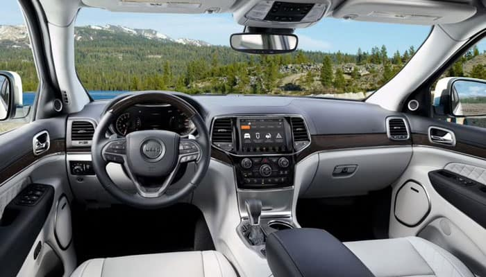 2019 Jeep Grand Cherokee Interior Driver View