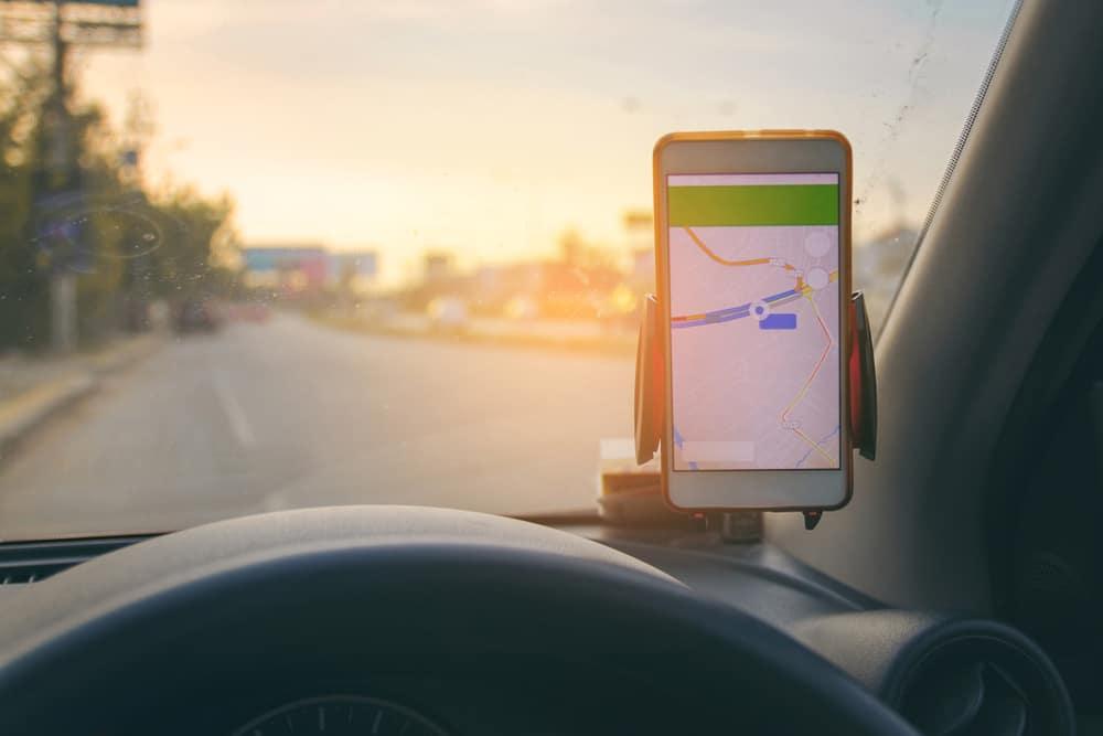 Traffic app on dashboard as car goes down a highway