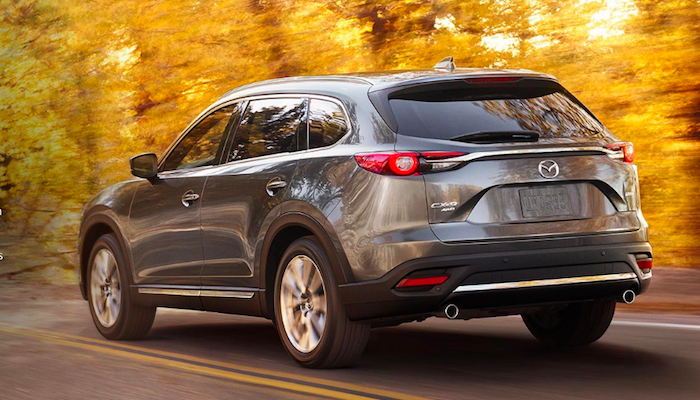 Gray Mazda CX-9 demonstrating SKYACTIV®-VEHICLE DYNAMICS with G-Vectoring Control system on highway